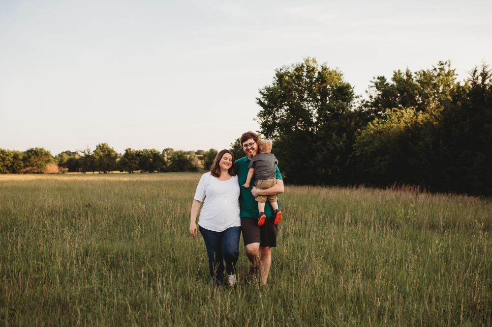 family photography lawrence ks, family pictures lawrence ks, lawrence kansas, photographer, kayla kohn, kayla kohn photography, maternity photos, maternity session, family session, lifestyle photographer, newborn photography olathe ks,